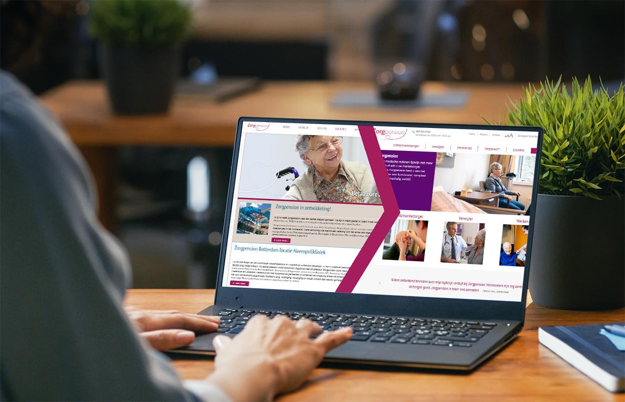 Laptop met nieuwe website Zorgpension